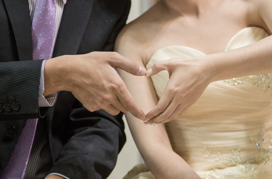 掛戒指、穿金戴銀|高雄婚攝華克